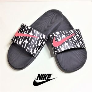 Nike Youth Sandles Size 5Y NICE! 🌴